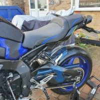Yamaha MT10 seat recover with blue stripe